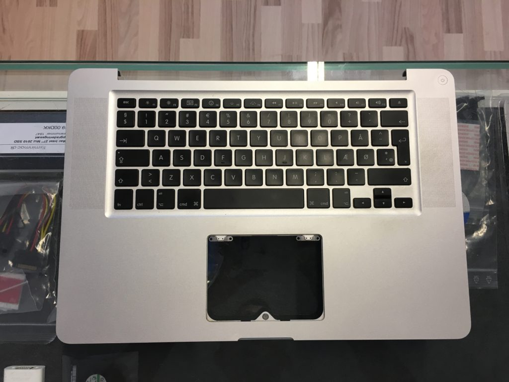 MacBook Pro 15″ Unibody Medio 2009 Upper Case samt tastatur