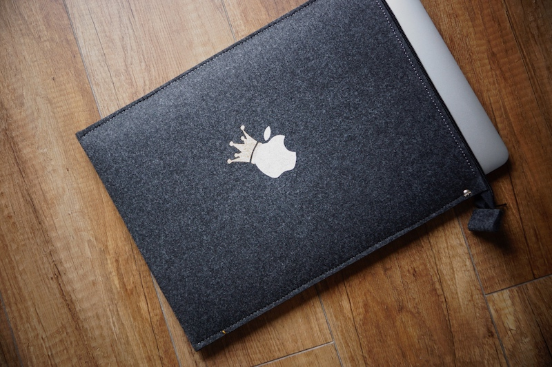 """ZIP Silver Apple (with crown) - MacBook Pro 15"""" Touch Bar cover"""